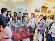 越南国家主席夫人阮氏贤主持APEC各成员经济体领导夫人活动