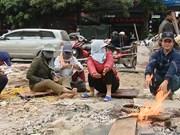 越南北部寒潮袭击严重影响体力劳动者的日常生活