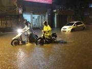 越南首都河内遭遇强降雨  市内积水严重 (组图)