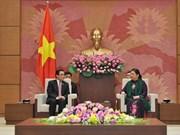越南国会常务副主席丛氏放会见老越友好协会代表团
