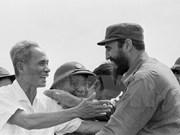 旅居墨西哥越南人吊唁古巴革命领袖菲德尔•卡斯特罗