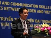 越南与瑞典分享现代新闻报道相关经验