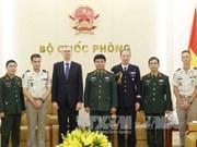 越南人民军副总参谋长武文俊会见法国维和专家代表团