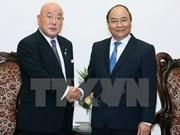 越南政府总理阮春福会见日本内阁特别顾问