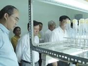 越南祖国阵线中央委员会主席阮善仁走访茶荣大学
