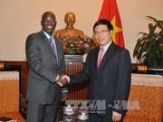 越南政府副总理兼外交部长范平明会见世行驻越南首席代表