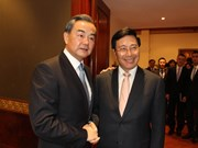越南政府副总理兼外长范平明会见中国外长王毅和老挝外长沙伦塞