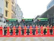 河内首条快速公交线正式投入运行