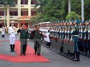 老挝高级军事代表团对越南进行正式访问