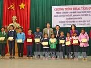 越共中央民运部长张氏梅看望慰问林同省贫困群众