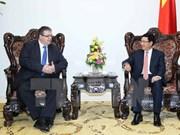 越南政府副总理兼外交部长范平明会见匈牙利外交与对外经济部部长