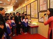 """""""黄沙与长沙归属越南:历史证据和法律依据""""资料图片展在莱州省举行"""