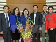 中央宣教部部长武文赏春节前走访慰问各科学家和文艺工作者