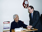 越南祖国阵线中央委员会主席阮善仁向党和国家前领导人拜年
