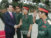 越南国家主席陈大光来到第7军区司令部和胡志明市公安局调研并拜年