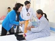 阮氏金银主席春节前看望慰问癌症病人并送去新春祝福