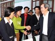 越南各单位、地方向贫困者和优抚家庭赠送春节礼物