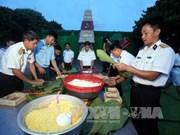 庆和省领导向长沙岛县居民拜年