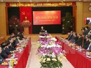 越共中央总书记阮富仲与党中央办公厅干部职员举行见面会