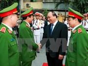 阮春福总理视察机动警察司令部战备工作
