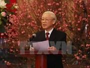 阮富仲总书记向党、国家领导和全国同胞和战士拜年