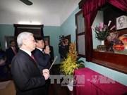 阮富仲总书记前往胡志明主席故居67号房并敬香