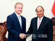 越南政府总理阮春福会见美国前参议员詹姆斯·韦伯