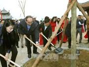 越南祖国阵线中央委员会主席阮善仁出席新春植树活动