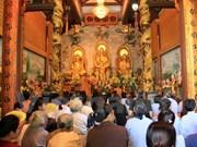 2017年元宵节:旅老越南人积极参加万象佛迹寺举行的系列活动