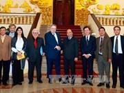 越南政府总理阮春福会见希腊外长尼科斯