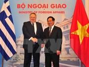 越南政府副总理兼外交部长范平明与希腊外交长尼科斯举行会谈