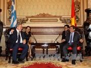 胡志明市领导会见希腊外长尼科斯
