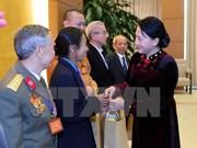越南国会主席阮氏金银会见清化省模范公民及模范集体代表团
