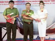 越捷航空公司荣获公安部部长授予的奖状