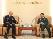 越南人民军总参谋长潘文江会见美国太平洋陆军司令罗伯特·布朗
