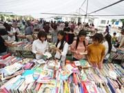 热闹非凡的河内市旧书展览