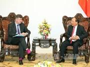 政府总理阮春福会见巴黎机场集团总裁兼首席执行官