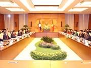 国会主席阮氏金银与老挝国会主席巴妮·雅陶都举行会谈