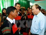 越南政府总理阮春福造访得乐省克容崩县闺玉田乡