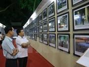 """""""黄沙和长沙群岛归属越南:历史证据和法律依据"""" 资料图片展在昆嵩省举行"""