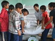越南得农省8500多名贫困生获得大米援助