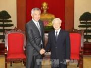 越共中央总书记阮富仲会见新加坡总理李显龙
