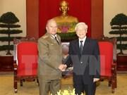 越共中央总书记阮富仲会见古巴革命武装力量部部长