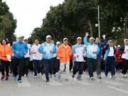 """越南全国各地积极响应""""全民健康奥林匹克长跑日"""""""