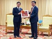 老挝向胡志明市授予一级发展勋章
