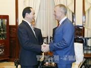 陈大光主席会见美国驻越南大使特德·奥修斯