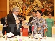 瑞士联邦院议长圆满结束对越南进行的正式访问