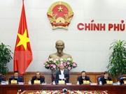 越南政府总理阮春福:努力克服越南经济面临的压力