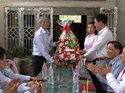 同塔省代表团访问柬埔寨 向越裔柬埔寨人致以节日祝福