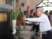 越共中央总书记阮富仲前往已故越共中央总书记黎笋纪念馆敬香